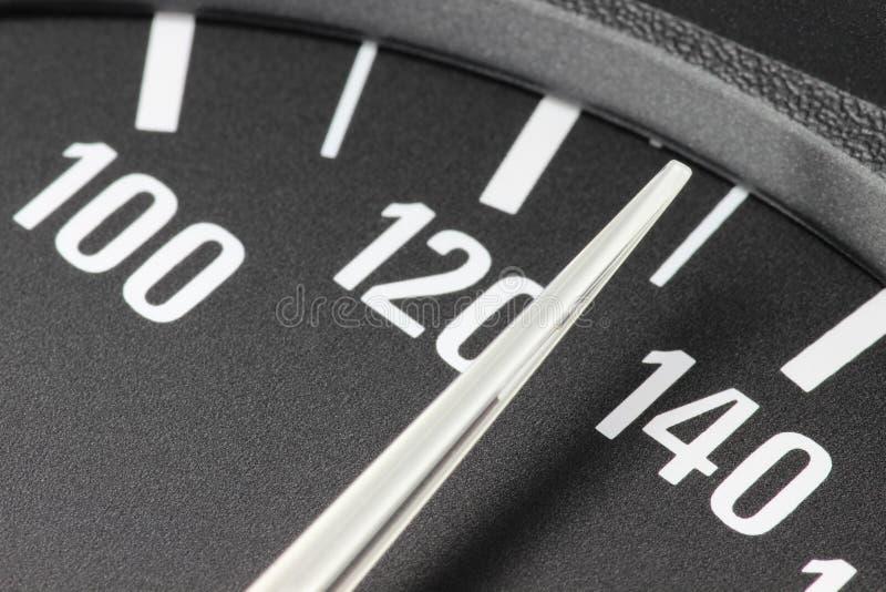 Snelheidsmeter bij 130 km/h stock fotografie
