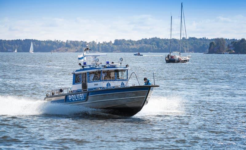 Snelle de motorboot van de waterpolitie met politieagenten Helsinki, Finland royalty-vrije stock foto
