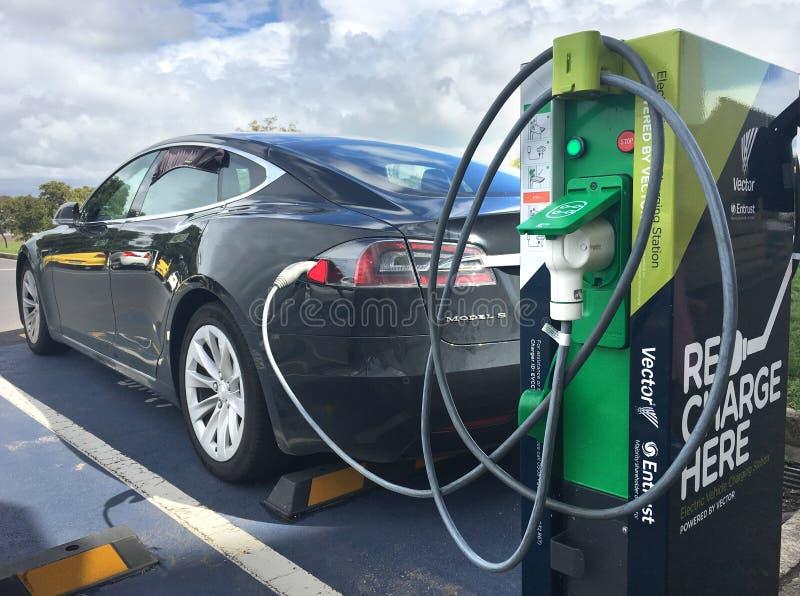 Snelle elektrisch voertuig het laden post in Auckland Nieuw Zeeland royalty-vrije stock fotografie