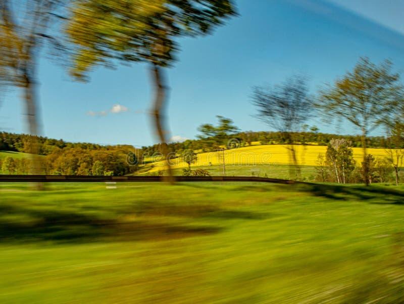 Snelle mening door kunstschot van een bewegende trein royalty-vrije stock afbeeldingen