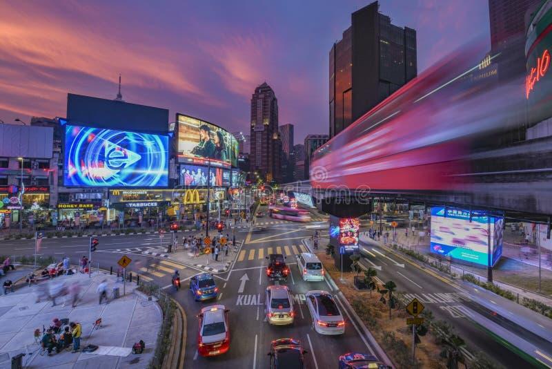 Snelle monorailtrein bij het district van Buking Bintang stock fotografie