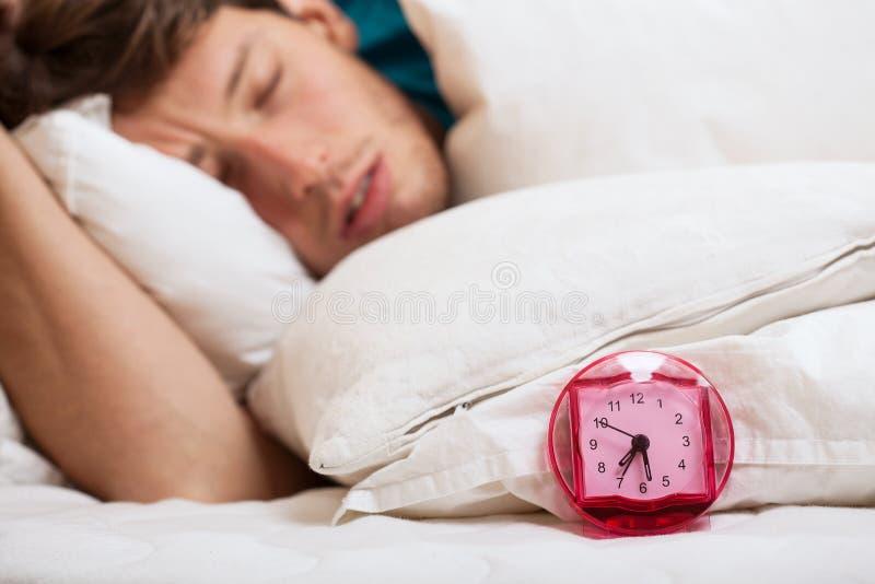Snelle in slaap mens stock fotografie