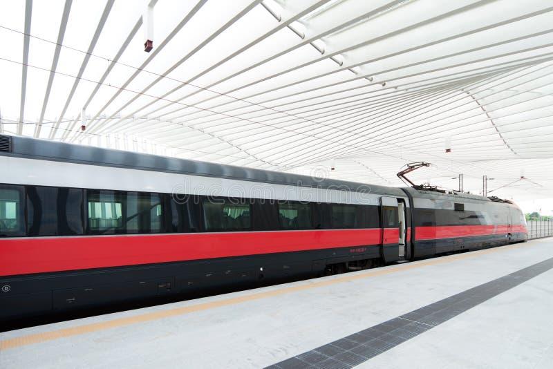 Snelle trein in Italië stock foto