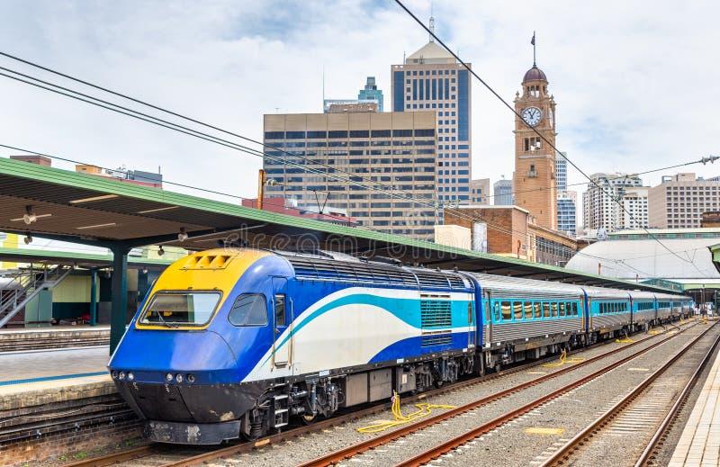 Sneltrein aan Canberra in Sydney Central Station royalty-vrije stock afbeelding