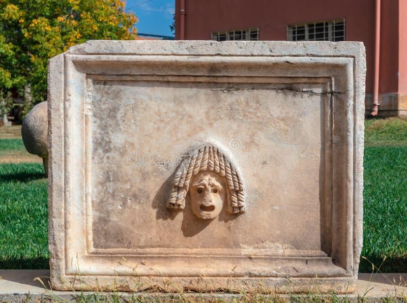 Snida för sten av en masque arkivfoto