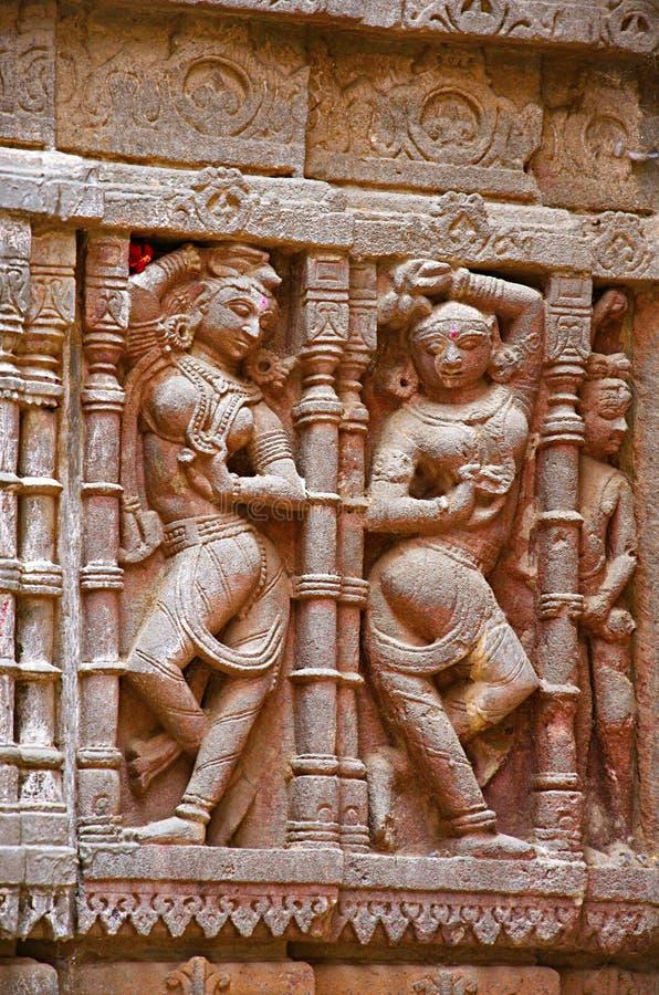 Sniden förebild på den yttre väggen, Hatkeshwar Mahadev, 17th århundradetempel, familjguden av Nagar brahman Vadnagar royaltyfri fotografi