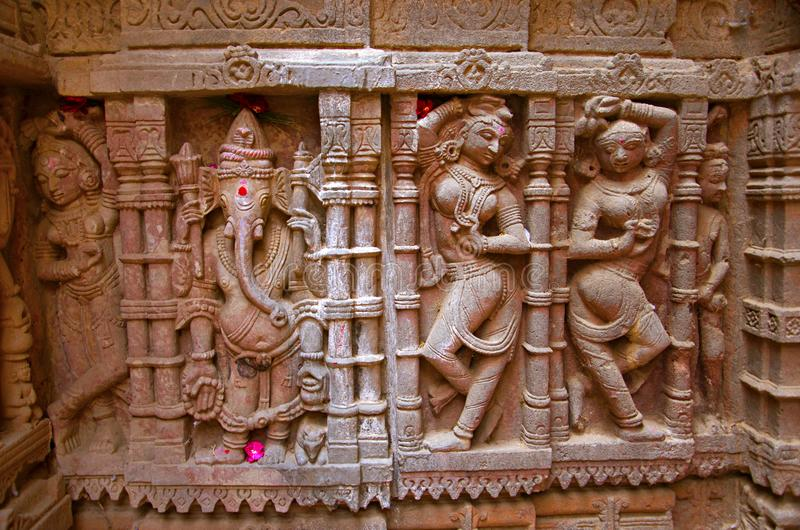 Sniden förebild på den yttre väggen, Hatkeshwar Mahadev, 17th århundradetempel, familjguden av Nagar brahman Vadnagar royaltyfri foto
