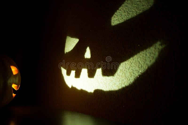 Download Sniden halloween pumpa arkivfoto. Bild av moon, skräck - 78727820