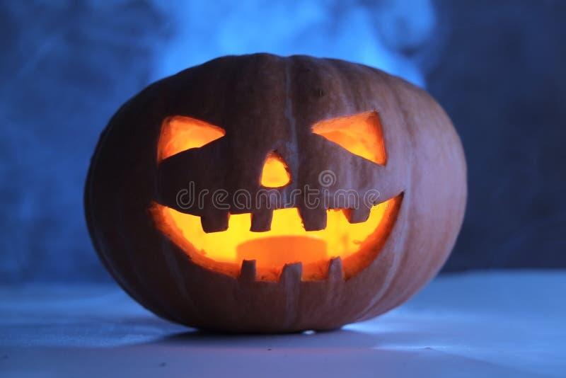 Download Sniden halloween pumpa fotografering för bildbyråer. Bild av fall - 78728015