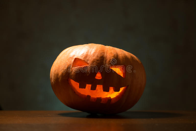 Download Sniden halloween pumpa arkivfoto. Bild av glöda, orange - 78728094