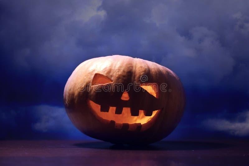 Download Sniden halloween pumpa fotografering för bildbyråer. Bild av framsida - 78728105