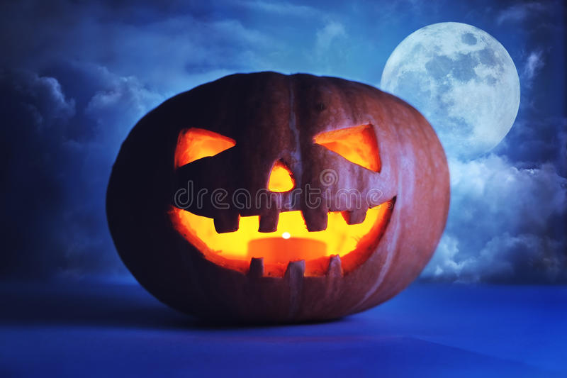 Download Sniden halloween pumpa arkivfoto. Bild av bana, candlelight - 78728148