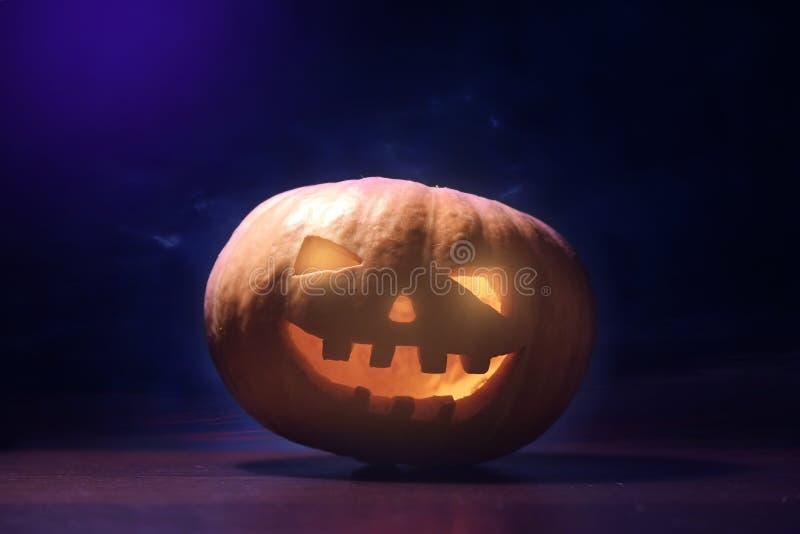 Download Sniden halloween pumpa fotografering för bildbyråer. Bild av glöda - 78728151