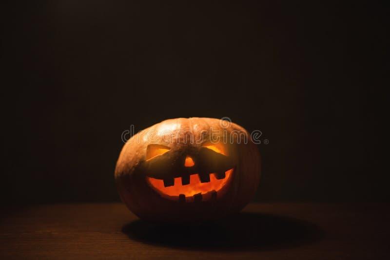 Download Sniden halloween pumpa arkivfoto. Bild av lampa, stearinljus - 78728494