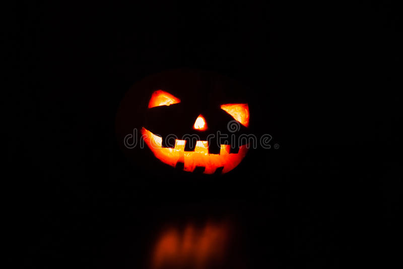 Download Sniden halloween pumpa fotografering för bildbyråer. Bild av ilskna - 78728533