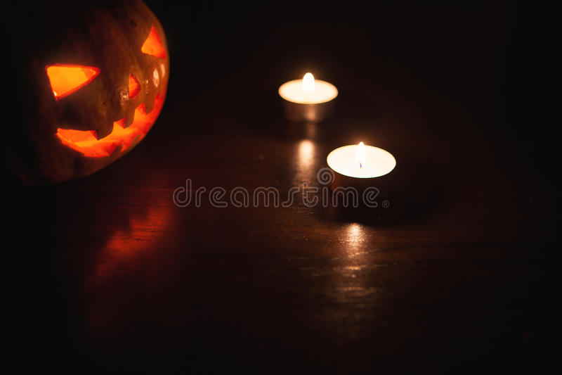 Download Sniden halloween pumpa fotografering för bildbyråer. Bild av stearinljus - 78730385
