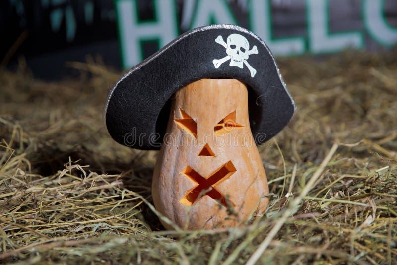 sniden halloween pumpa Allhelgonaaftonpumpa som grinar i det mest onda modeet Spöklik lykta för allhelgonaaftonstålarnolla Pumpa  arkivfoto