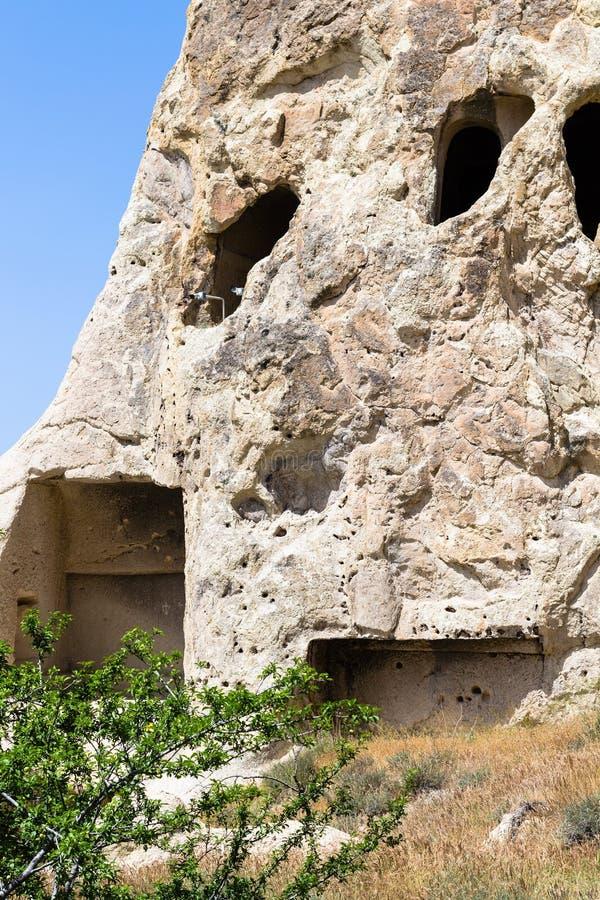 sniden vägg av den forntida grottakyrkan nära Goreme royaltyfri bild