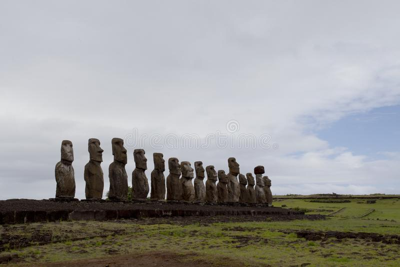 Snidit stena statyer - Moais - Ahu Tongariki, för den Rapa Nui/för påskön ön påsken - Chile fotografering för bildbyråer