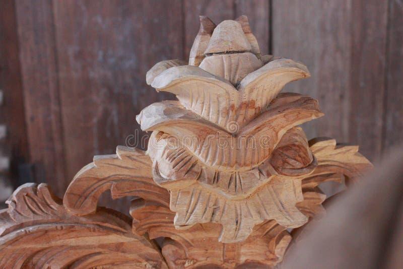 snidit trä från jepara arkivbild