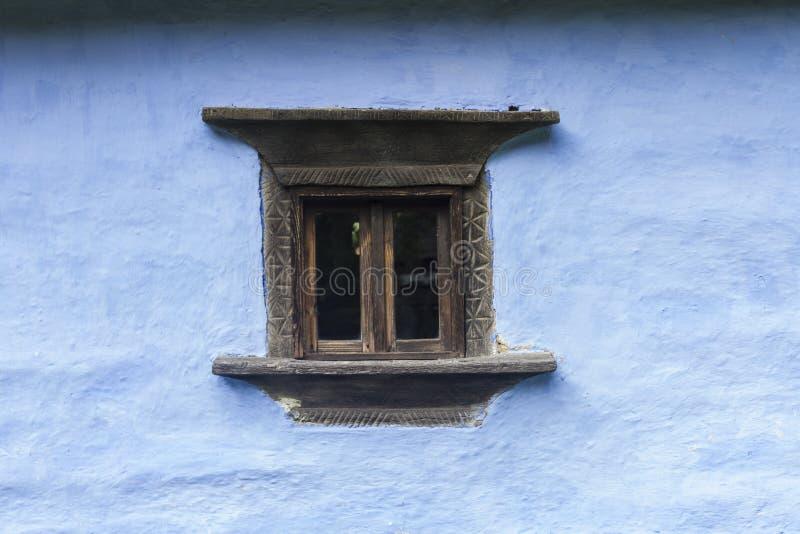 Snidit wood fönster fotografering för bildbyråer