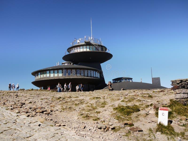 Sniezka maximum, meteorologisk observatorium arkivbilder
