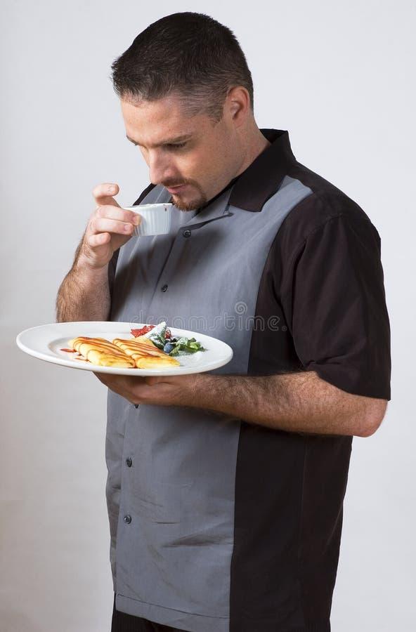 Sniffing do alimento imagem de stock