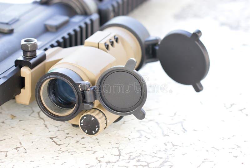 Sniperscope eines Gewehrs. stockfotos