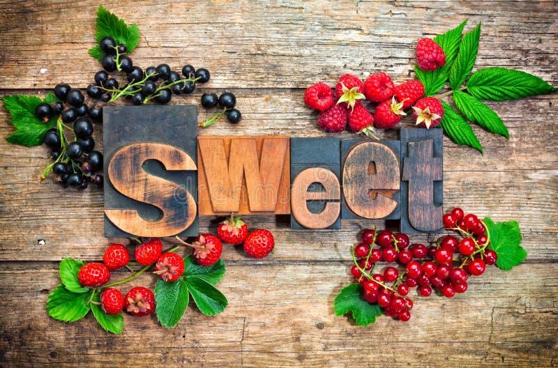 Snoepje, woord met bessen stock foto