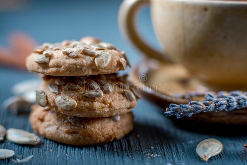 Snoepjes en thee stock afbeelding