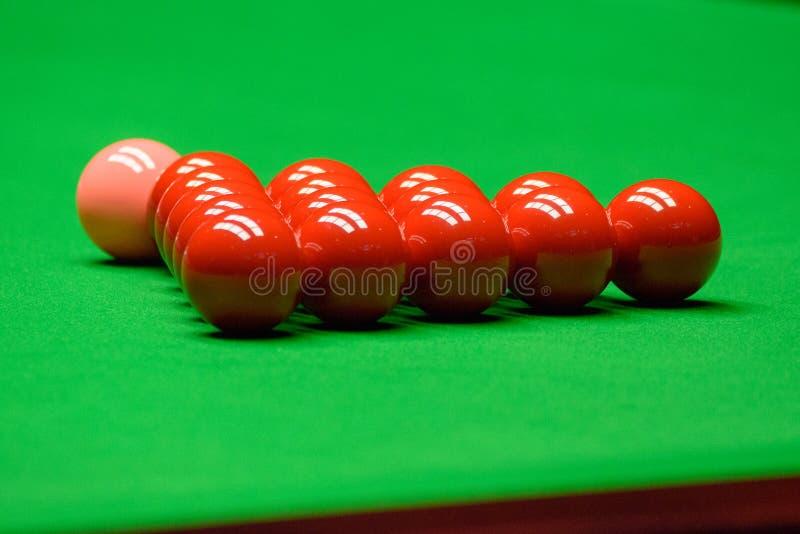 Snookerbollar på den gröna tabellen arkivfoto