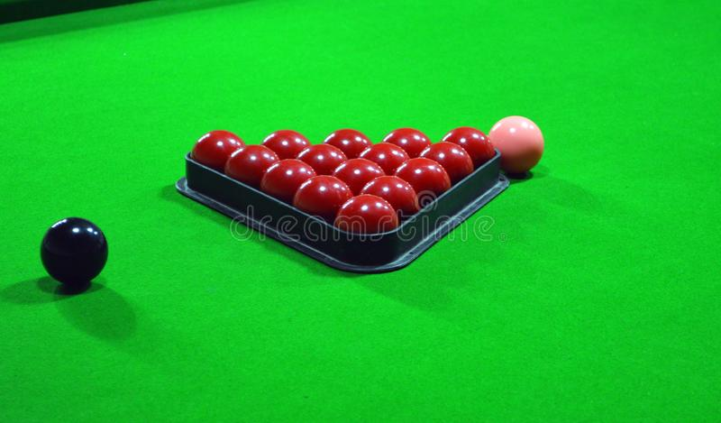 Snookerbollar p? tabellen arkivfoto