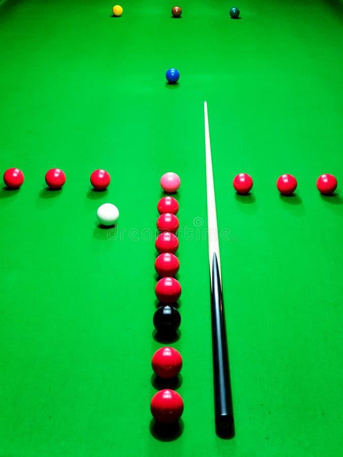 Snookeru T praktyki rutynowy ustawianie na zielonym bajowym snookeru stole zdjęcie royalty free