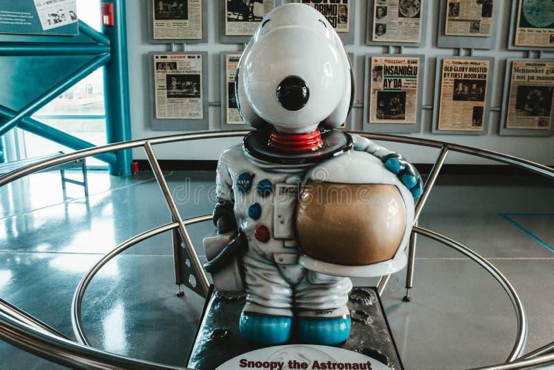 Snoopy le caractère décoratif d'astronaute images libres de droits