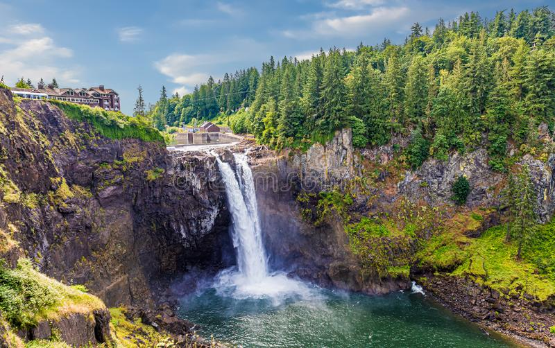 Snoqualmie Falls under Pleasant Skies royaltyfri foto