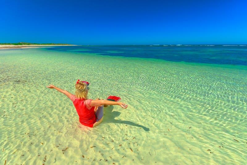 Snorkeler de la mujer en Australia imagen de archivo