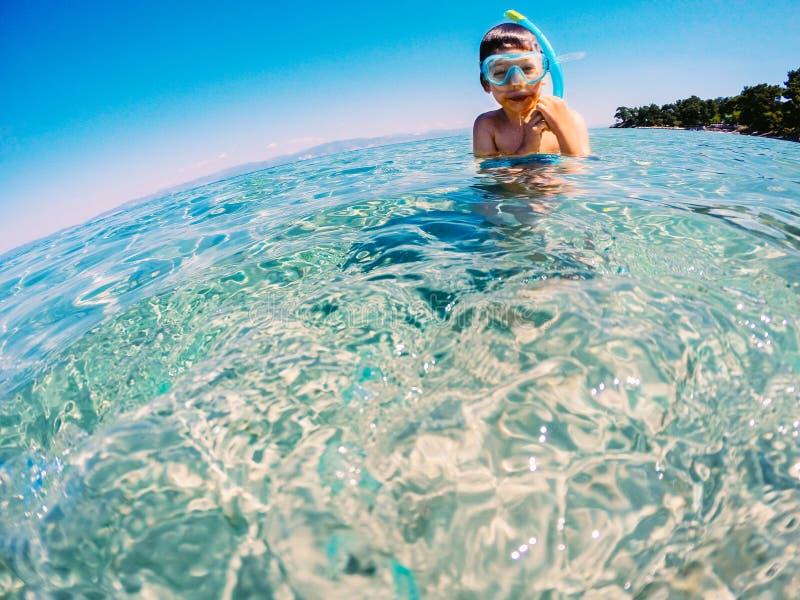 Snorkeler nas férias fotografia de stock