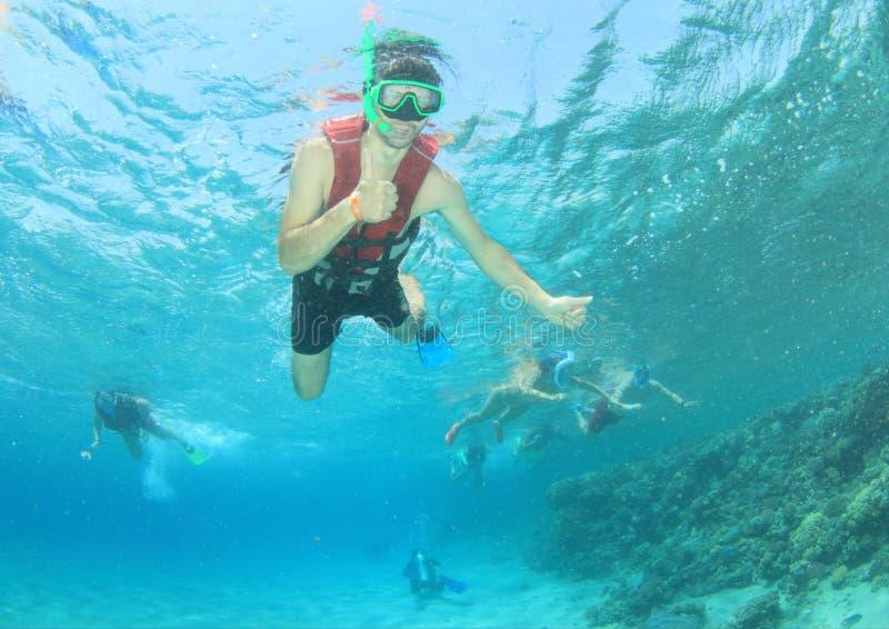 Snorkelers in mare immagini stock libere da diritti