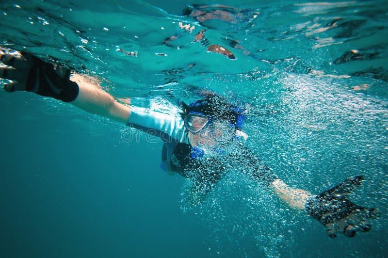snorkeling женщина стоковое изображение