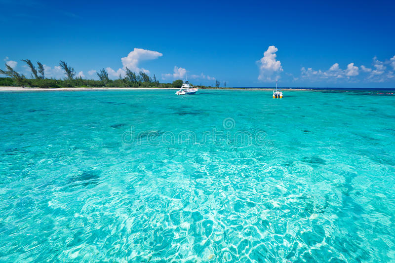 Snorkeling boat on turquise Caribbean Sea royalty free stock photos