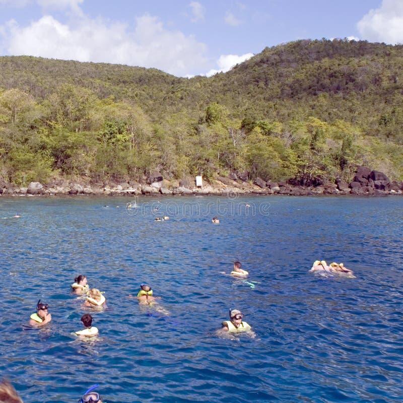 snorkeling fyrkant för folk arkivbild