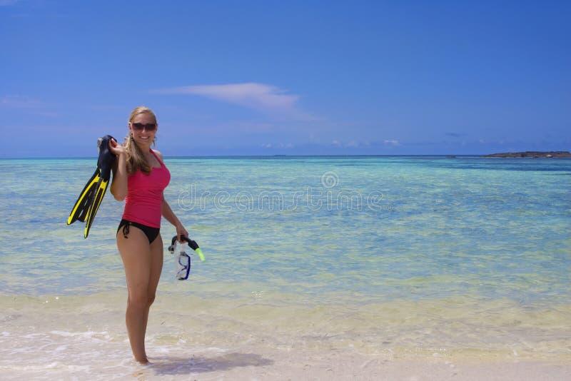 snorkeling kvinna för hav royaltyfri foto