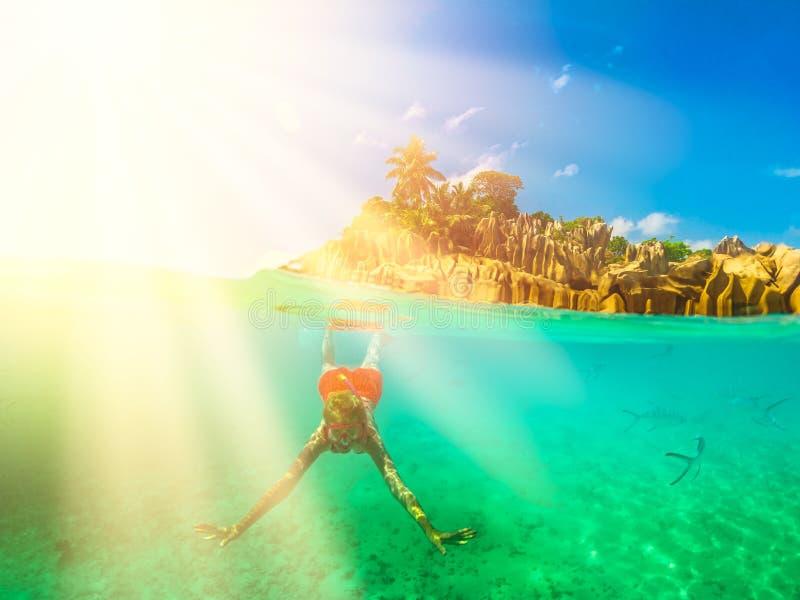 Snorkeling Seychelles rozszczepiający widok obrazy royalty free