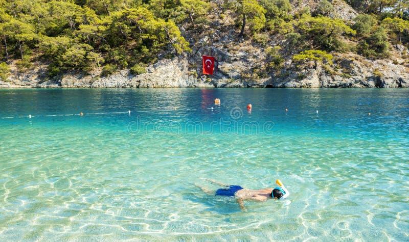 Snorkeling w Błękitnej lagunie w Oludeniz zdjęcia royalty free