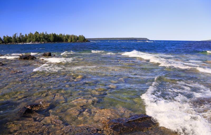 Snorkeling w grocie, indianin Kierownicza zatoczka, Bruce półwysepa obywatela ParkBruce półwysepa park narodowy, Jeziorny Huron w obraz stock
