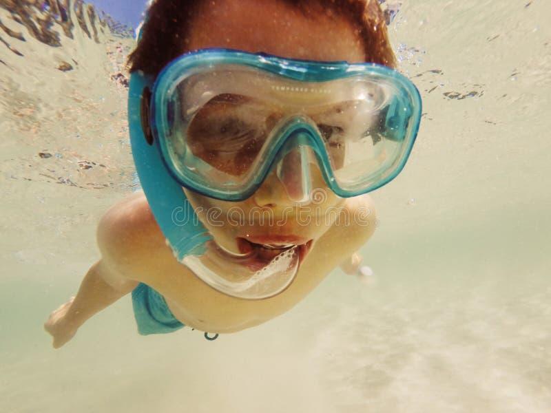 Snorkla för pojke royaltyfri foto