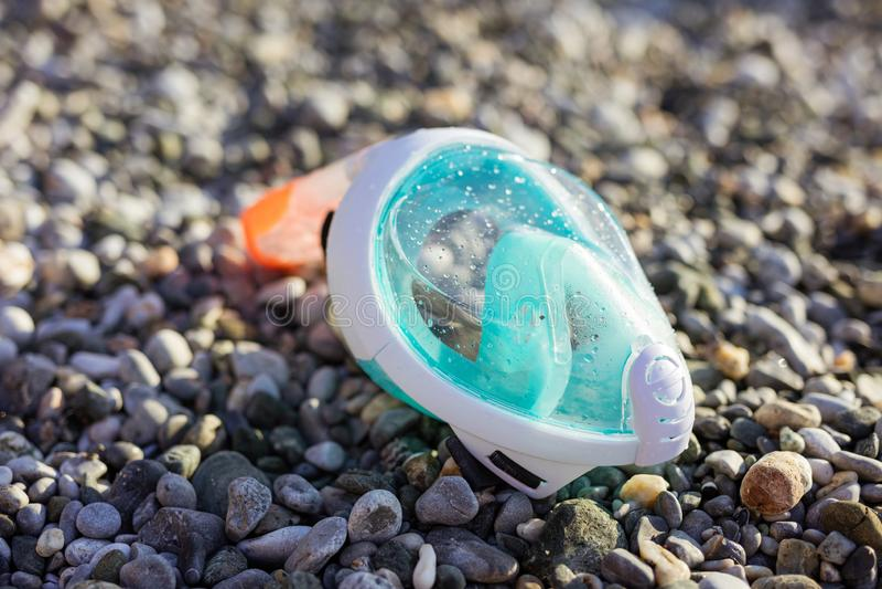snorkling的面具在海滩 免版税库存照片