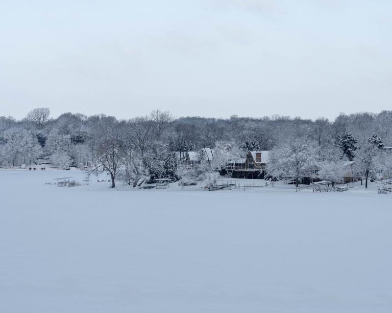 Snow湖在明尼苏达多雪的湖 免版税库存照片