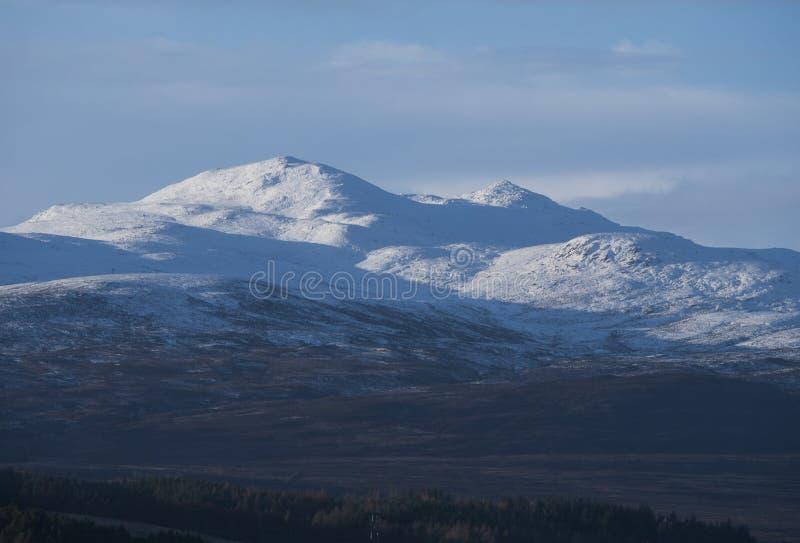 Snow-capped Berglandschap in de Schotse Hooglanden stock afbeeldingen