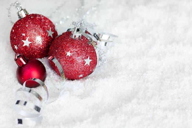 snow för band för bolljul liggande röd arkivbilder
